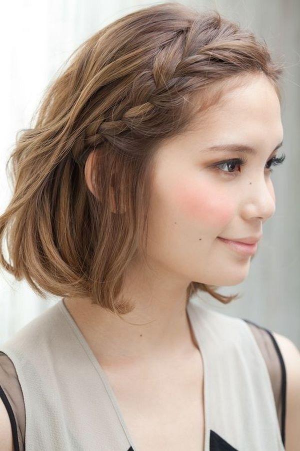 peinado trenzado trenza a un lado cabello corto