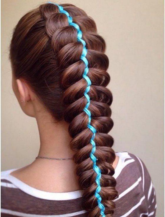 cabello largo trenzado con accesorios