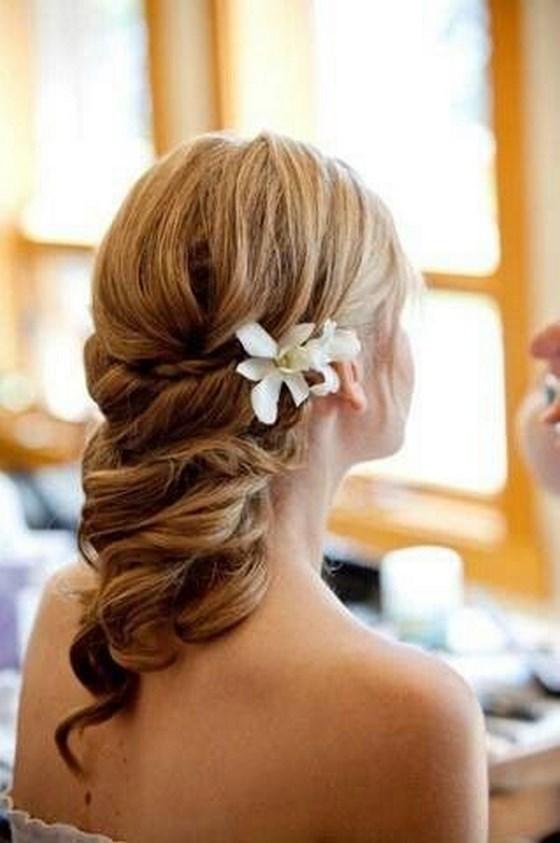 peinado largo con accesorios