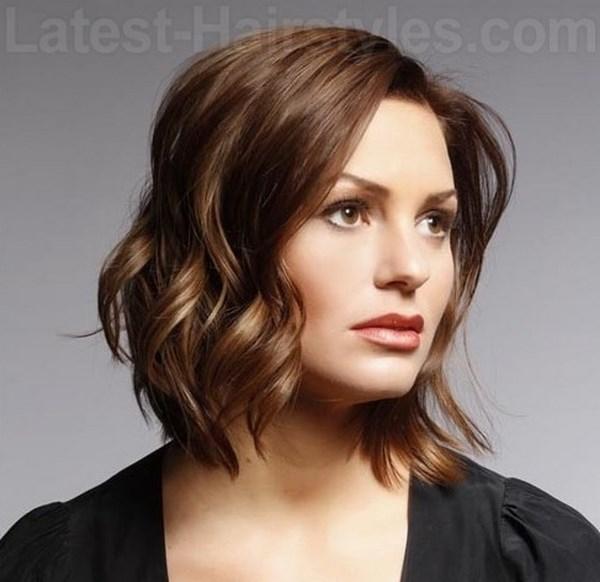 cabello corto suelto ondulado