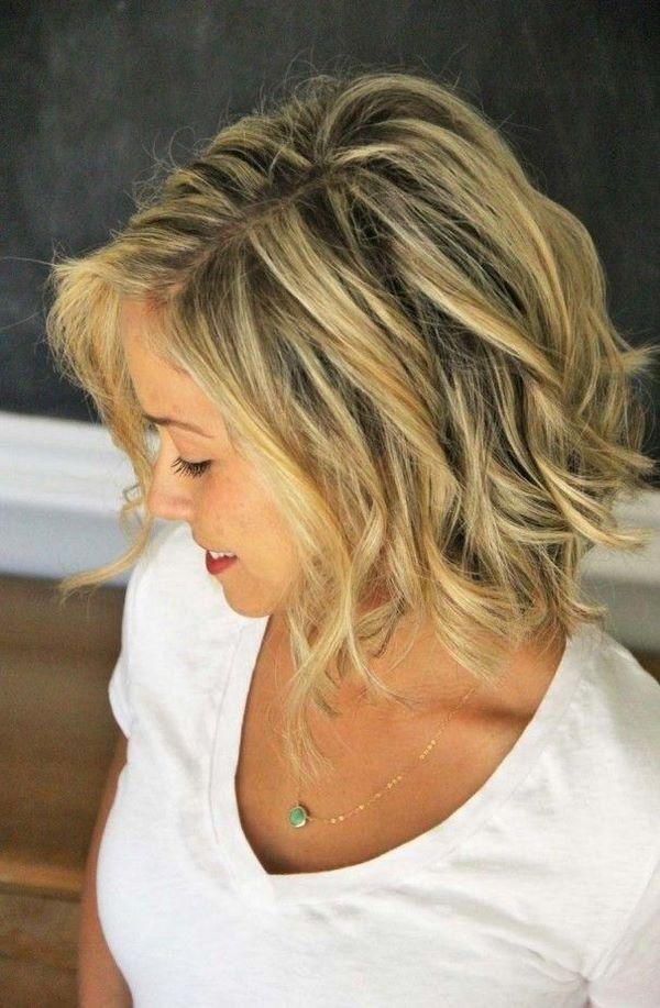 cabello ondulado peinado de lado