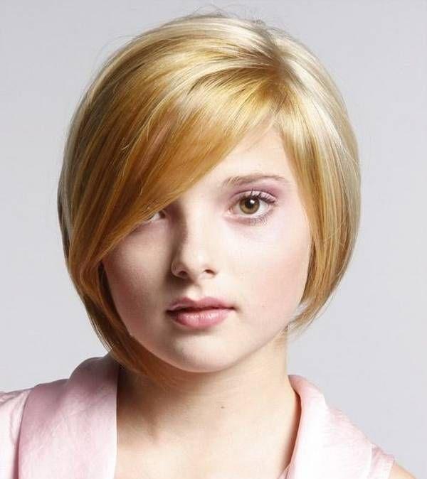 cabello corto siguiendo el contorno de la cara