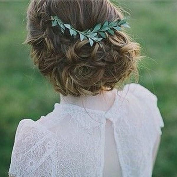 cabello recogido con estilo griego