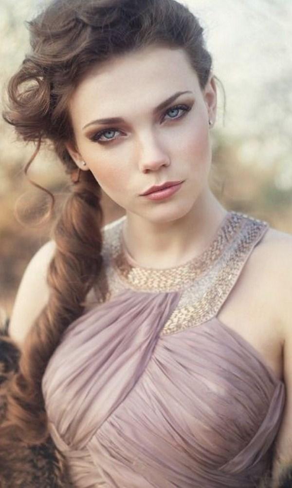 maquillaje y peinado griego